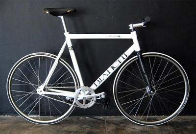 rogue-status-bianchi-fixed-gear-bike-1.jpg